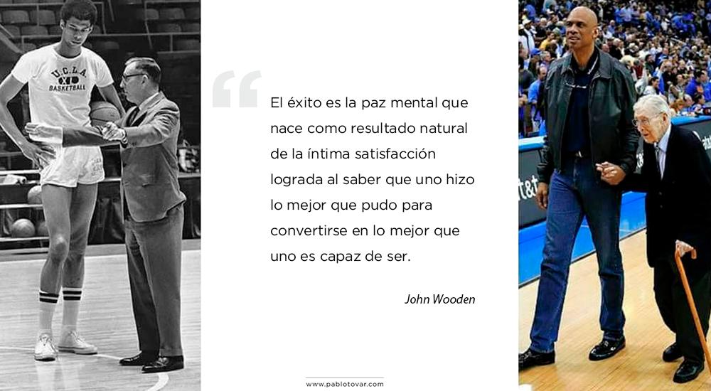 Cita John Wooden - El éxito es La Paz mental que nace como resultado de la íntima satisfacción de saber que uno hizo lo mejor que pudo para convertirse en lo mejor que uno es capaz de ser.